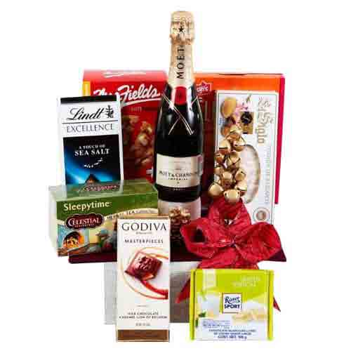 Delightful Hamper of Champagne N Chocolate Assortments